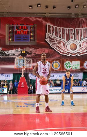 Bc Krasnye Krylia Guard Aaron Miles (32) Prepares To Shoot A Free Throw