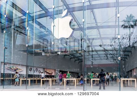 SANTA MONICA CA/USA - MAY 12 2016: Apple store entrance and sign. Apple Inc. is an American multinational technology company.