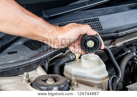 Check brake fluid inlet Car maintenance Check car yourself Check brake fluid self.