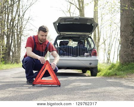 vehicle breakdown and mechanic with red triangle