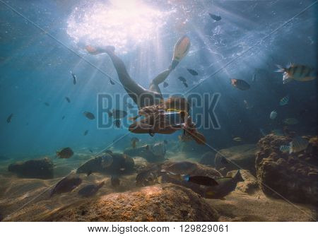 The girl is making photo underwater