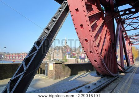 Shadwell Basin Bridge, A Bascule Road Bridge Dating From The Early 1930s, Wapping, London, Uk