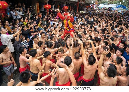 Bac Ninh, Vietnam - Jan 31, 2017: Dong Ky Traditional Spring Festival, A Special Ritual Of The Dong