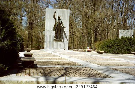 The View Of Theodore Roosevelt Memorial In Washington Dc, Usa, April 5, 1999
