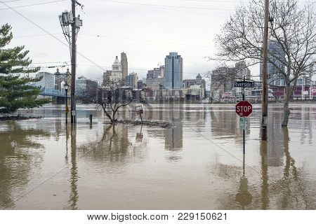 Cincinnati, Ohio - February 24, 2018: Flooding Along The Ohio River In Cincinnati, Ohio. The Ohio Ri