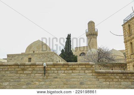 Ancient Mosque In Baku, Old Mosque, Ancient Mosque In Icheri Sheher . Shirvanshah Kervansaray In Bak