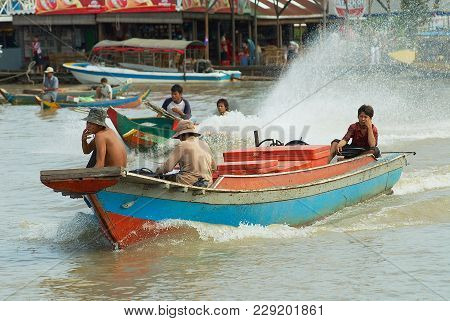 Siem Reap, Cambodia - August 08, 2008: Unidentified People Ride Motor Boat At The Floating Market At
