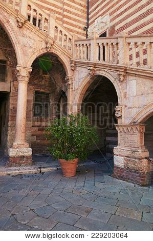 Verona, Italy - August 17, 2017: Piazza Dante In Verona. Palaces Around The Square And A Statue Of D