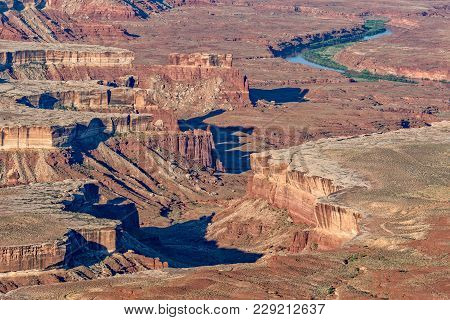 The Rugged Beauty Of Canyon Lands National Park Uutah Landscape