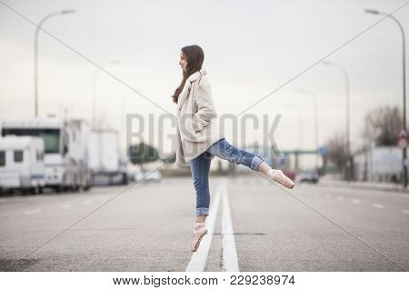 Woman Dancer On One Ballet Tips 13