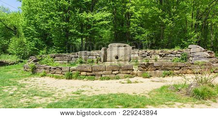 Megalithic Tomb Of The First Half Of The 3rd-second Half Of The 2nd Millennium Bc - Dolmen Of The Va