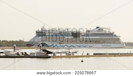 CHARLESTON, SOUTH CAROLINA, USA-OCTOBER 13, 2017: The cruise ship Aida Luna comes into port in the city of Charleston, South Carolina on October 13, 2017.