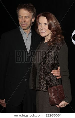 LOS ANGELES - NOV 1: Jerry Bruckheimer and wife at the CSI NY 100th episode party at the Edison Downtown, Los Angeles, California on November 1, 2008