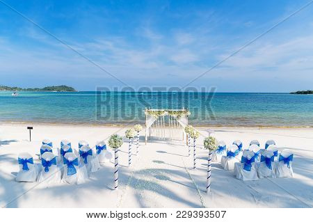 Beach Wedding Venue Decoration, Spandex White Chairs Cover With Blue Organza Sash, Ocean Background