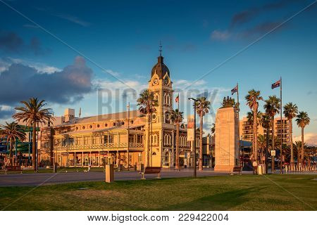Adelaide, Australia - February 25, 2016: Glenelg Town Hall With Pioneer Memorial Viewed Through Mose