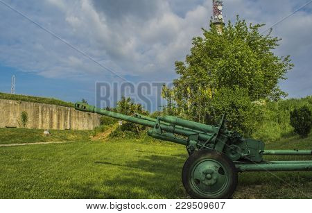 Old Historic Top Guns Abaddoned At The Outskirts Of The Silistra Town