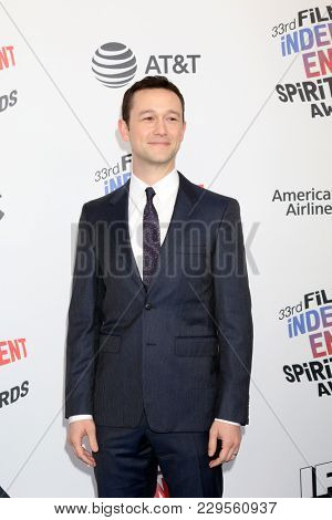 LOS ANGELES - MAR 3:  Joseph Gordon-Levitt at the 2018 Film Independent Spirit Awards at the Beach on March 3, 2018 in Santa Monica, CA