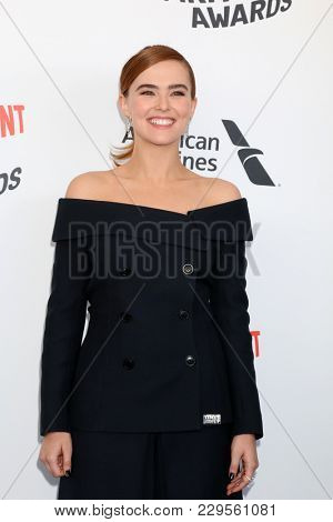 LOS ANGELES - MAR 3:  Zoey Deutch at the 2018 Film Independent Spirit Awards at the Beach on March 3, 2018 in Santa Monica, CA