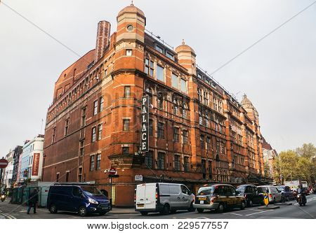 London / United Kingdom - November 16 2017: Cars And Traffic Condition In Front Of Vintage Palace Ho