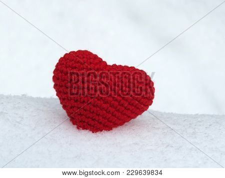 Pure Love Symbol. Red Knitted Heart In The Snow