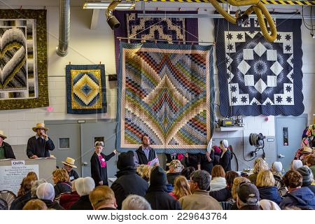 Amish Selling Quilts