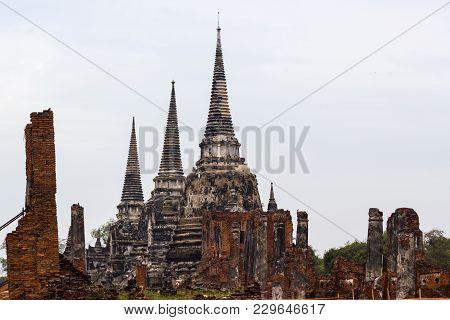 Wat Phra Si Sanphet,  Ayutthaya -: December 26, 2017:-  Ayutthaya Historical Park Has Been Considere