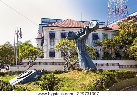 COLOMBO, SRI LANKA - DEC 24, 2016: Uraban monument, Statue of a phone in a hand Colombo on Dec 24,2016, Sri Lanka.