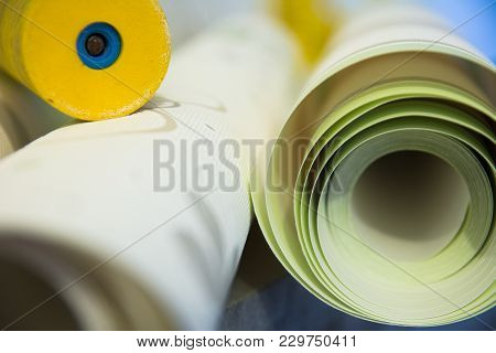 Wall-papers Vinylic For Repair Of A Room