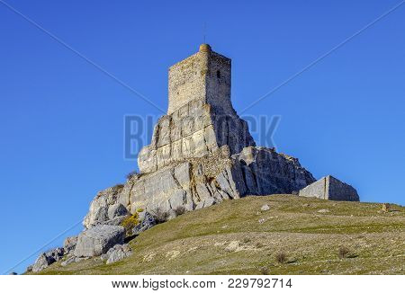 Homenaje Tower Of Castle Atienza Medieval Fortress Of The Twelfth Century (route Of Cid And Don Quix