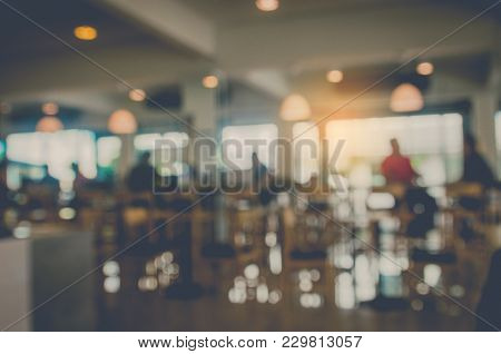 Blurred Images In Shadowed And Bokeh Coffee Shops That Do Not Focus.