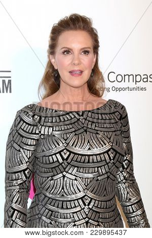 LOS ANGELES - MAR 4:  Elizabeth Perkins at the 2018 Elton John AIDS Foundation Oscar Viewing Party at the West Hollywood Park on March 4, 2018 in West Hollywood, CA