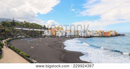 Playa Jardin  Puerto de la Cruz, in the north of Tenerife.  Jardin beach with black sands is one of