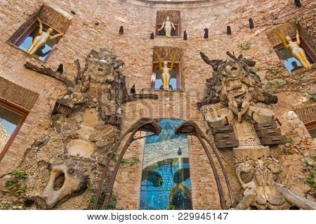 Figueres, Spain-july 17, 2017: The Main Courtyard Of The Dali Museum In Spain. The Dali Theatre And