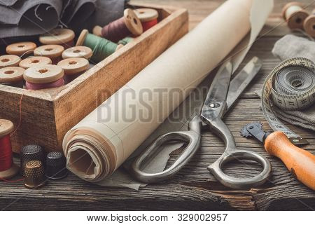 Sewing Items: Retro Tailoring Scissors, Measuring Tape, Thimble, Vintage Spools Of Thread In Wooden
