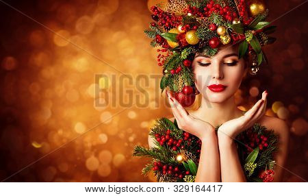 Christmas Face And Hands Skin Care, Woman Beauty Makeup, Art Wreath Hairstyle, Xmas Beautiful Portra