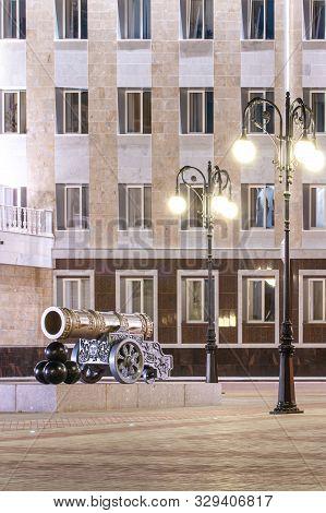 Yoshkar-ola, Russian Federation - 05/04/2008: Tsar Pushka At The Obolenskiy-nogotkov Square, Lenin S