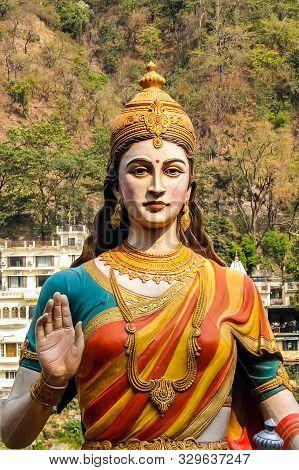 Rishikesh, India - Circa April 2018. Statue Of Sitting Goddess Parvati On The Riverbank Of Ganga In