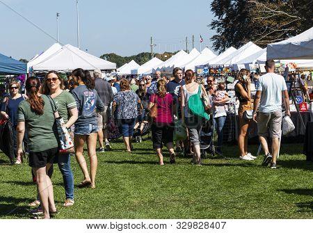 West Islip, New York, Usa - 22 September 2019: Many People Enjoying A Sunday Morning By Shopping And