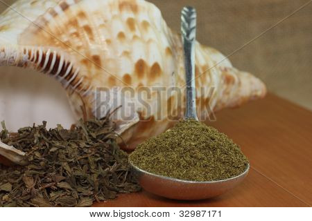 whole and ground dried oregano