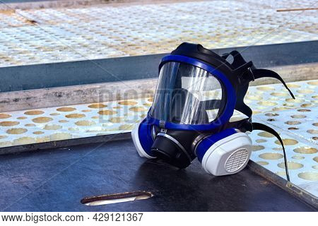Respirator To Protect The Respiratory Tract When Working With Close Hazardous Chemicals In The Nurse