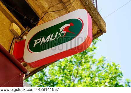 Perpignan , Occitanie France  - 06 25 2021 : Pmu Logo Brand And Text Sign Front Of Store Of French H