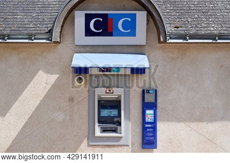 Bordeaux , Aquitaine France - 07 25 2021 : Cic Atm Logo Sign Agency Bank French Brand Text Credit In