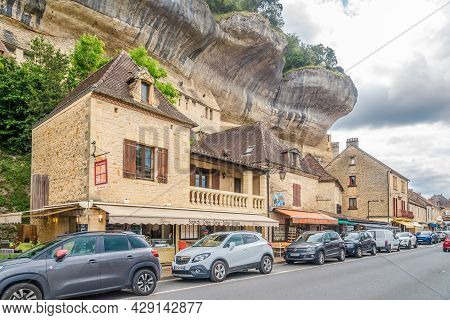 Eyzies De Tayac, France - June 24,2021 - In The Streets Of Les Eyzies-de-tayac-sireuil. Les Eyzies-d