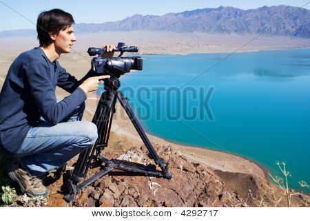 Video Operator Removes The Desert Lake