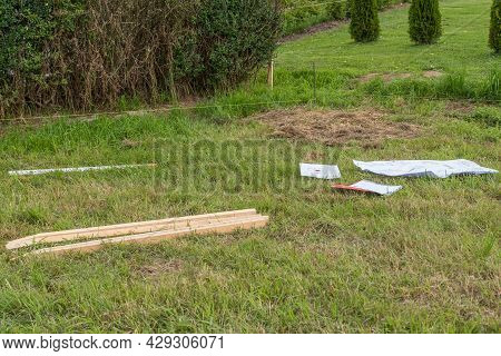 Using A Building Plan, Mark The Plot Of Land For Your Own Home - Building Plot