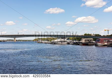 Macdonald-cartier Bridge From Gatineau City Of Quebec To Ottawa, Ontario In Canada. Ottawa River