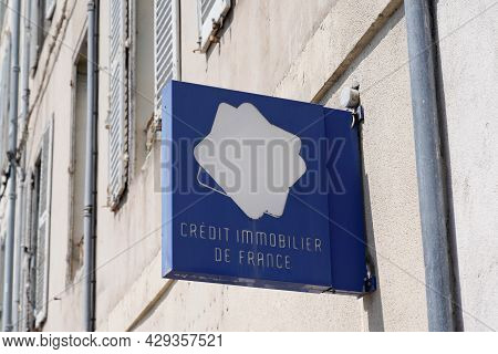 Perpignan , Occitanie France  - 06 25 2021 : Credit Immobilier De France Logo Text And Brand Sign Fr