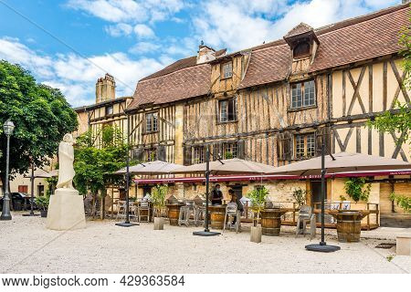 Bergerac, France - June 24,2021 - View At The Old Statue Of Cyrano In The Streets Of Bergerac. The T