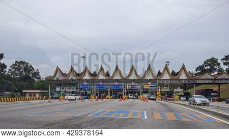 Putrajaya, Malaysia - October 11, 2020: Toll Station On The Highway From Kuala Lumpur To The Governm