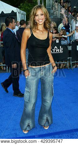 LOS ANGELES - AUG 02: Jessica Alba arrives for the Teen Choice Awards 2003 on August 02, 2003 in Los Angeles, CA